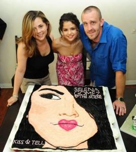 selena-gomez-birthday-cake-1.jpg