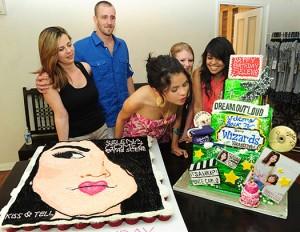 selena-gomez-birthday-cake-2.jpg